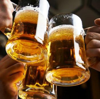 Prevenire il raffreddore con un boccale di birra